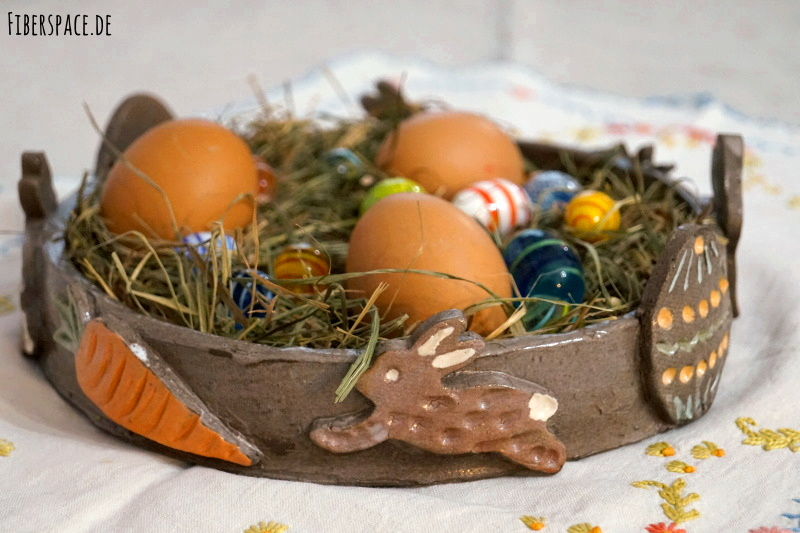 Anleitung für ein selbstgetöpftertes Osternest mit Hasen und Ostereiern